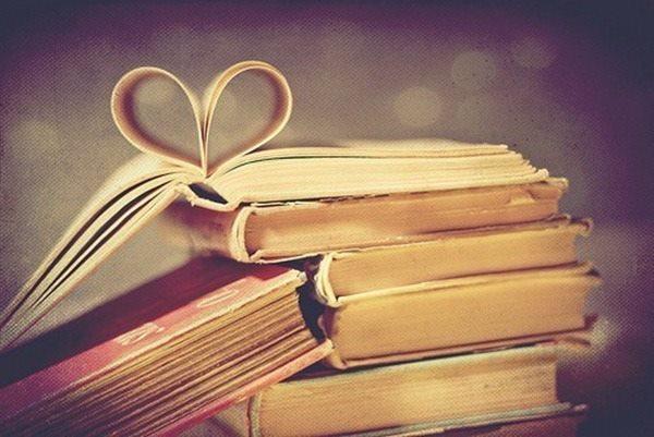 pila di libri-cuore