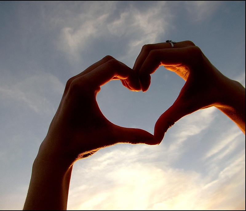 cuore con le mani - le tazzine di yoko