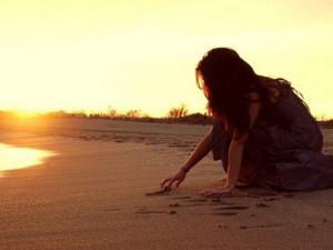 scrivo-sulla-sabbia-le tazzine di yoko